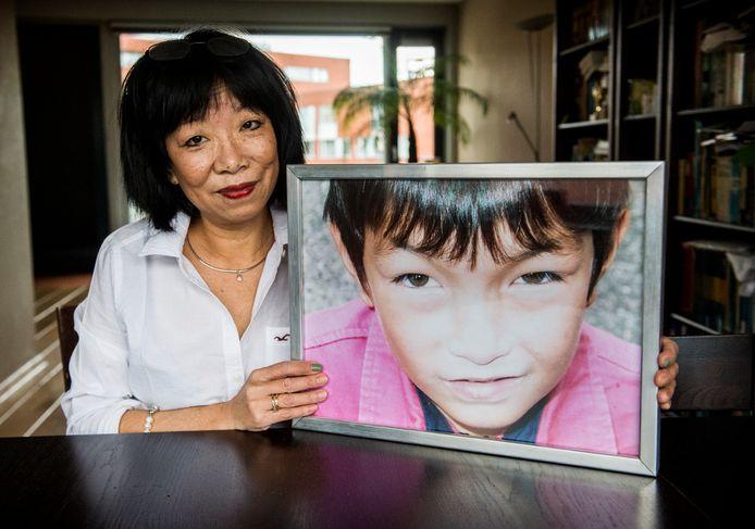 Thanh Hagoort met een foto van haar Freek: 'De naam van Freek is veranderd in Stan, verder is het zijn verhaal. Dat is toch schandalig?'
