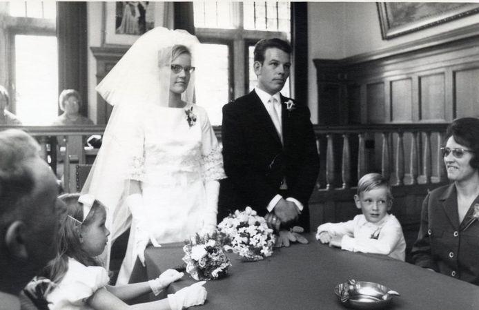 Een van vele huwelijken die op het stadhuis van Klundert zijn gesloten.