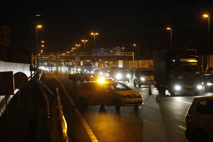 Twee rijbanen werden na het ongeluk afgesloten.