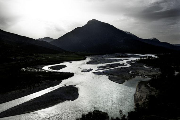 De Vjosa is een wilde rivier omdat het water zijn 272kilometer lange weg naar de Adriatische Zee volledig vrij en zonder menselijke bemoeienis kan afleggen. Beeld Daniel Rosenthal