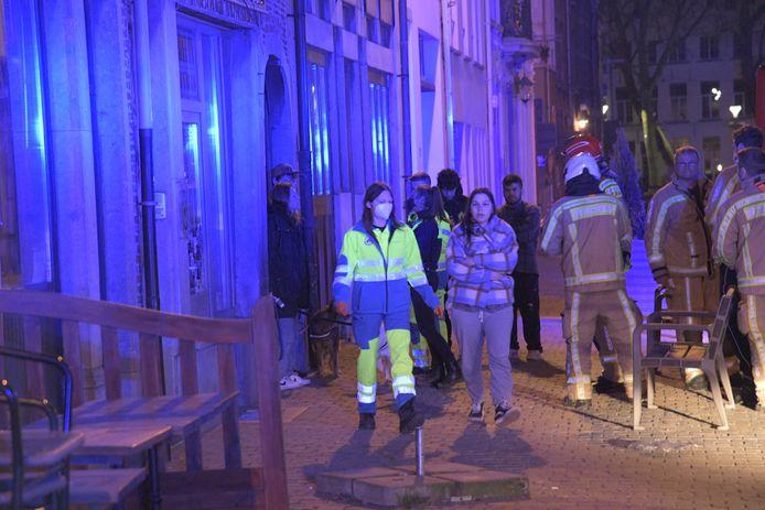 Twaalf bewoners werden voor verzorging naar het ziekenhuis gebracht.