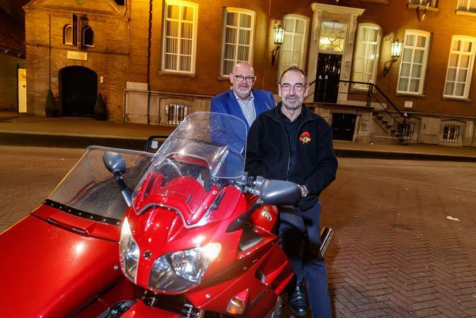 Bestuursleden Peter Donkers en Louis Oomen van motorclub Speedy Gonzales.