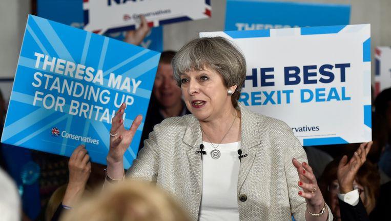 De Britse premier Theresa May voert campagne vlak voor de parlementsverkiezingen. Beeld Getty Images