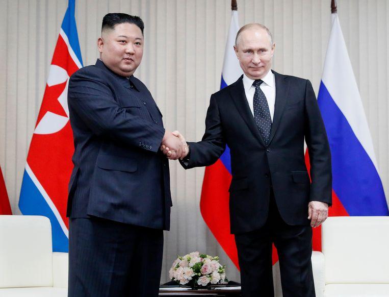 Kim (links) en Poetin in Vladivostok. Beeld AP