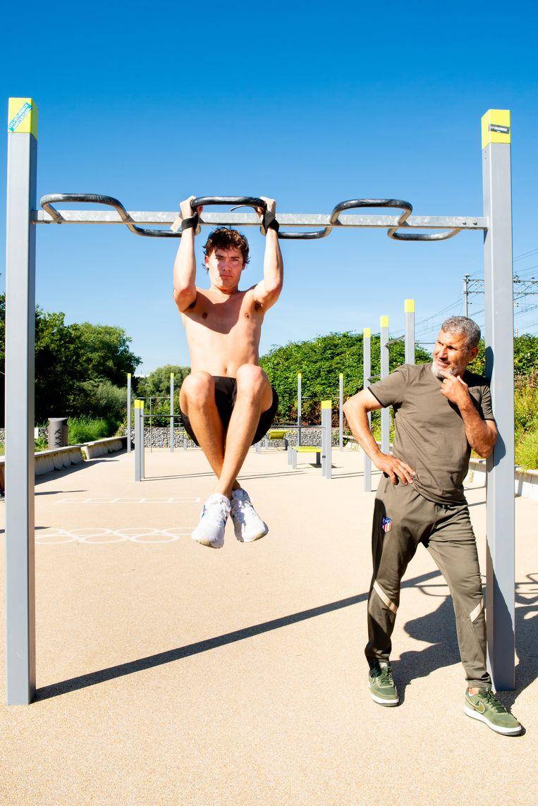 Mohammed Mejdi: 'Het is gezonder dan trainen in de sportschool.' Beeld Marjolein van Damme