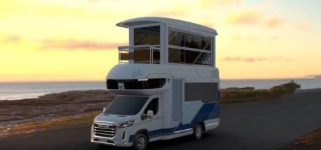 Ce camping-car chinois surprenant possède un étage, un balcon et un ascenseur