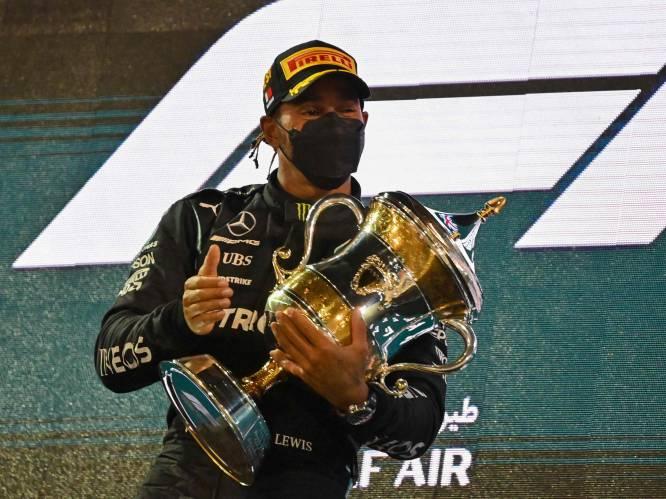 Lewis Hamilton wint openingsrace in Bahrein na geweldig duel met Max Verstappen, Nederlander kent pech bij ultiem inhaalmanoeuvre