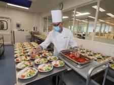 Kok Ties van het Catharina Ziekenhuis - geroemd om zijn hachee - stopt ermee: 'Als het niet smaakte, begon ik opnieuw'