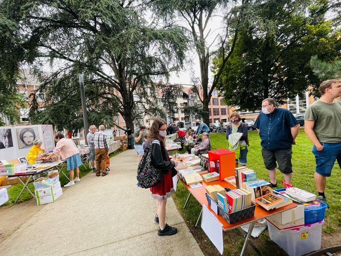 Boekenmarkt aan Utopia.