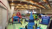 Sporthal Assenede zaterdag decor voor Kaboemdag: kinderspeeldorp met springkastelen