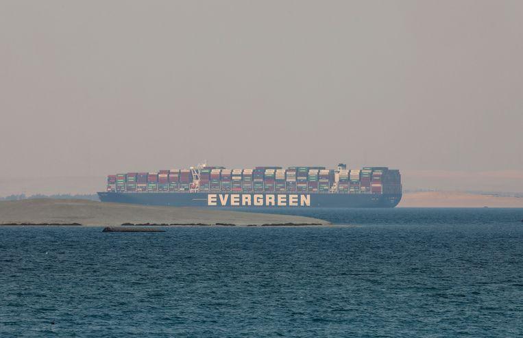 De Ever Given kwam vast te zitten in het Suezkanaal.  Beeld AP