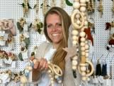 Janneke (34) maakte een rammelaar voor haar eigen kind, nu verkoopt ze in twintig landen