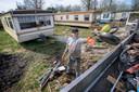 Bewoners van Fort Oranje houden een grote schoonmaak.<br />Foto: Joyce van Belkom/Pix4Profs