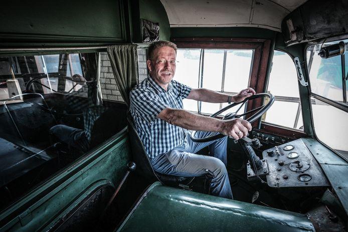 Peter van der Meer uit Winterswijk heeft een boek geschreven over de historie van de GTW-bussen in de Achterhoek.