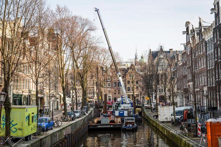 Maintenance work at the embankment of Leliegracht  Beeld Tammy van Nerum