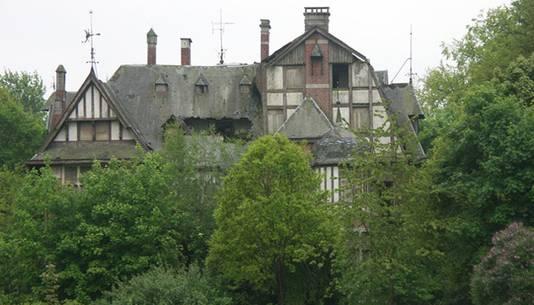 Kasteel Nottebohm is zo vervallen dat het dak op sommige plaatsen is ingestort.