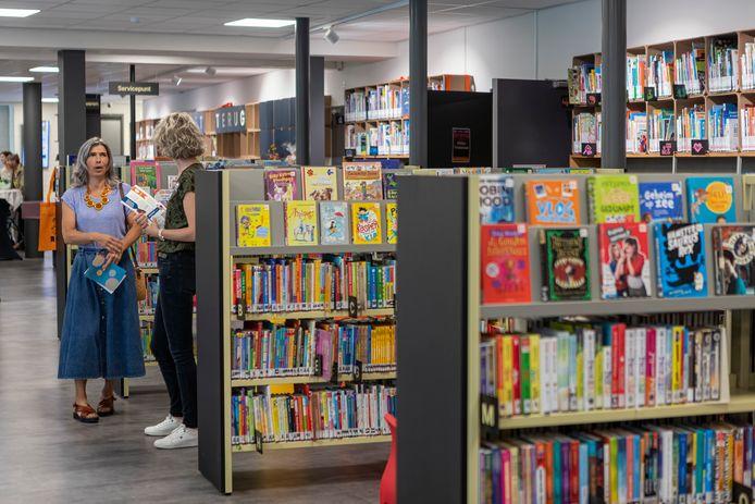 Open dag cultureel centrum De Boodschap in Rijen, waar de bibliotheek recent is verbouwd. Ook elders in het gebouw konden bezoekers kennis maken met de gebruikers. De nieuwe inrichting van de bibliotheek.