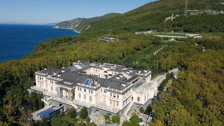 Het complex. Volgens Navalny is het paleis een uitwas van Poetins corruptie. Beeld palace.navalny.com