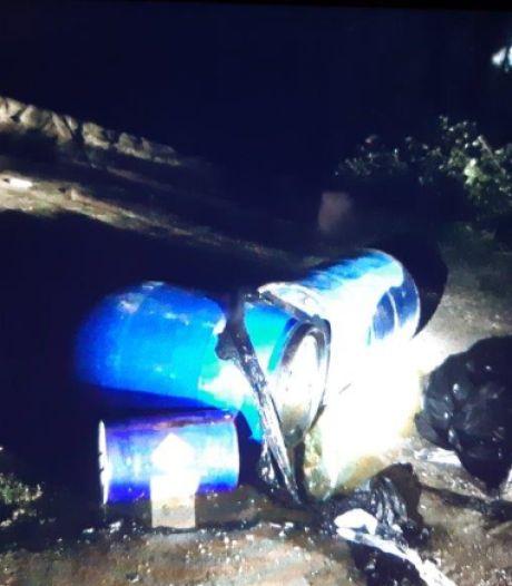 Vaten met drugsafval gedumpt bij viaduct in Oudenbosch