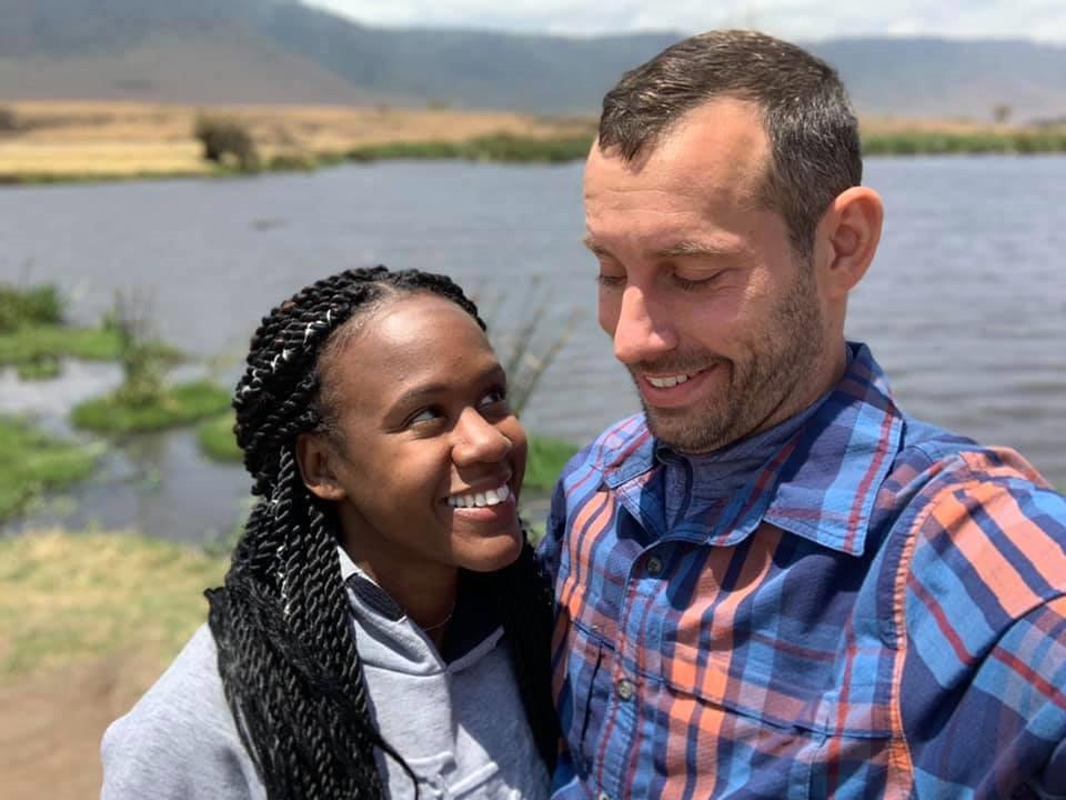 Kenesha Antoine en Steven Weber jr. eerder tijdens hun droomreis door Tanzania