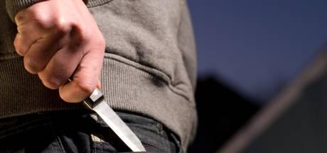 Pool stak landgenoot 'vanuit het niets' met een mes in zijn hals