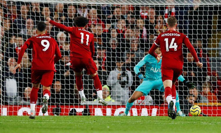 Salah trapt een penalty binnen voor de 2-1.