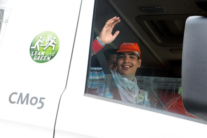 Archiefbeeld: jaarlijkse Truckrun van De Twentse Zorgcentra, verstandelijk beperkten maken in vrachtwagens een rit door de regio