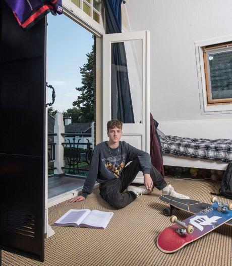 Aaron is blij met zijn nieuwe school: 'Op de middelbare school werd ik boos, chagrijnig en verdrietig'