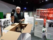 Voormalig museumeigenaar Paul Hermsen heeft verhuisdozen met geleende spullen klaar staan