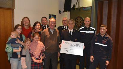 Brandweermannen schenken 4.000 euro aan revalidatiecentrum