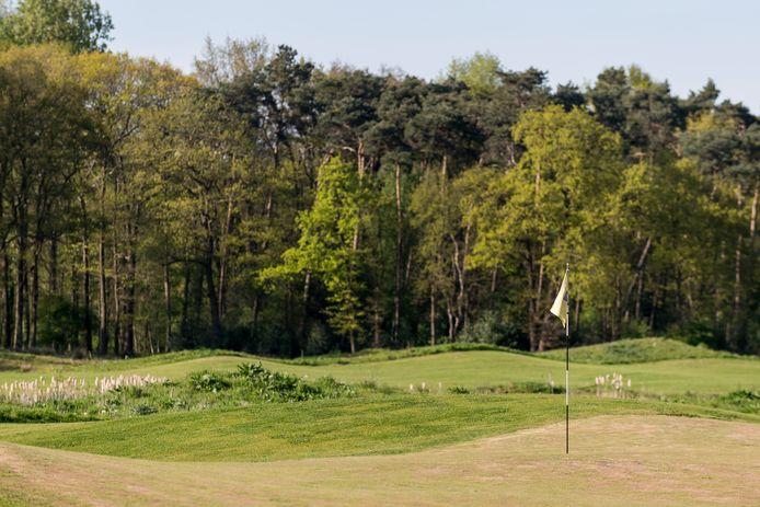 Golfpark Weleveld blijft voorlopig open; er zal ook weer professioneel baanonderhoud plaatsvinden.