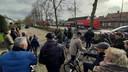De politie zette de Edmundus van Dintherstraat af. Om 17.15 uur werden de afzetlinden weer weggehaald.