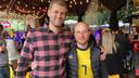 Karel De Bruyne en Sean Coene, de 'inner circle' van Kevin De Bruyne, kijken naar de match in Baracita