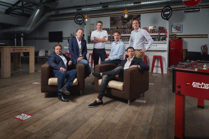 Het Bredase reclamebureau Fightclub is overgenomen door Customer Collective. Van links naar rechts Cees Faes, Michiel Mol, Dennis de Cat, Wouter Stoutjesdijk, Stefan Nuijten van Fightclub en Grégory Delens can Customer Collective op het kantoor in Breda.