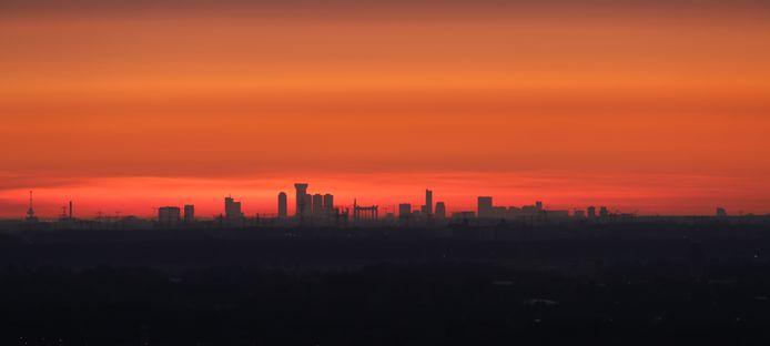 De skyline van Rotterdam, gefotografeerd in Tilburg