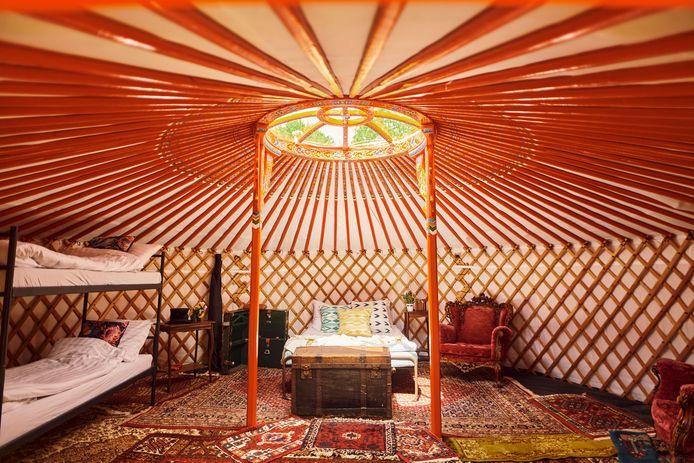 Interieurimpressie  van de yurt die te boeken is op stadscamping Common Grounds
