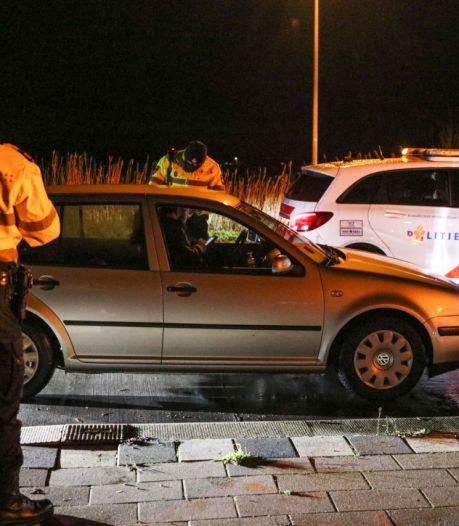 Politie controleert alle toegangswegen naar Urk, 'we willen het hier rustig houden'