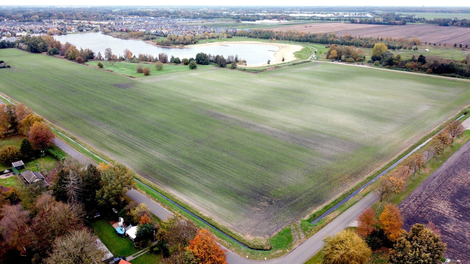 De voetbalclubs uit Dedemsvaart willen samen met de korfbalvereniging sportpark De Boekweit verplaatsen naar dit groene terrein ten zuiden van natuur- en recreatiegebied de Kotermeerstal.