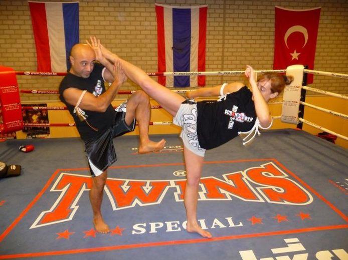 Suzan van Cleef in actie tijdens een training bij Duran Gym in Eindhoven.