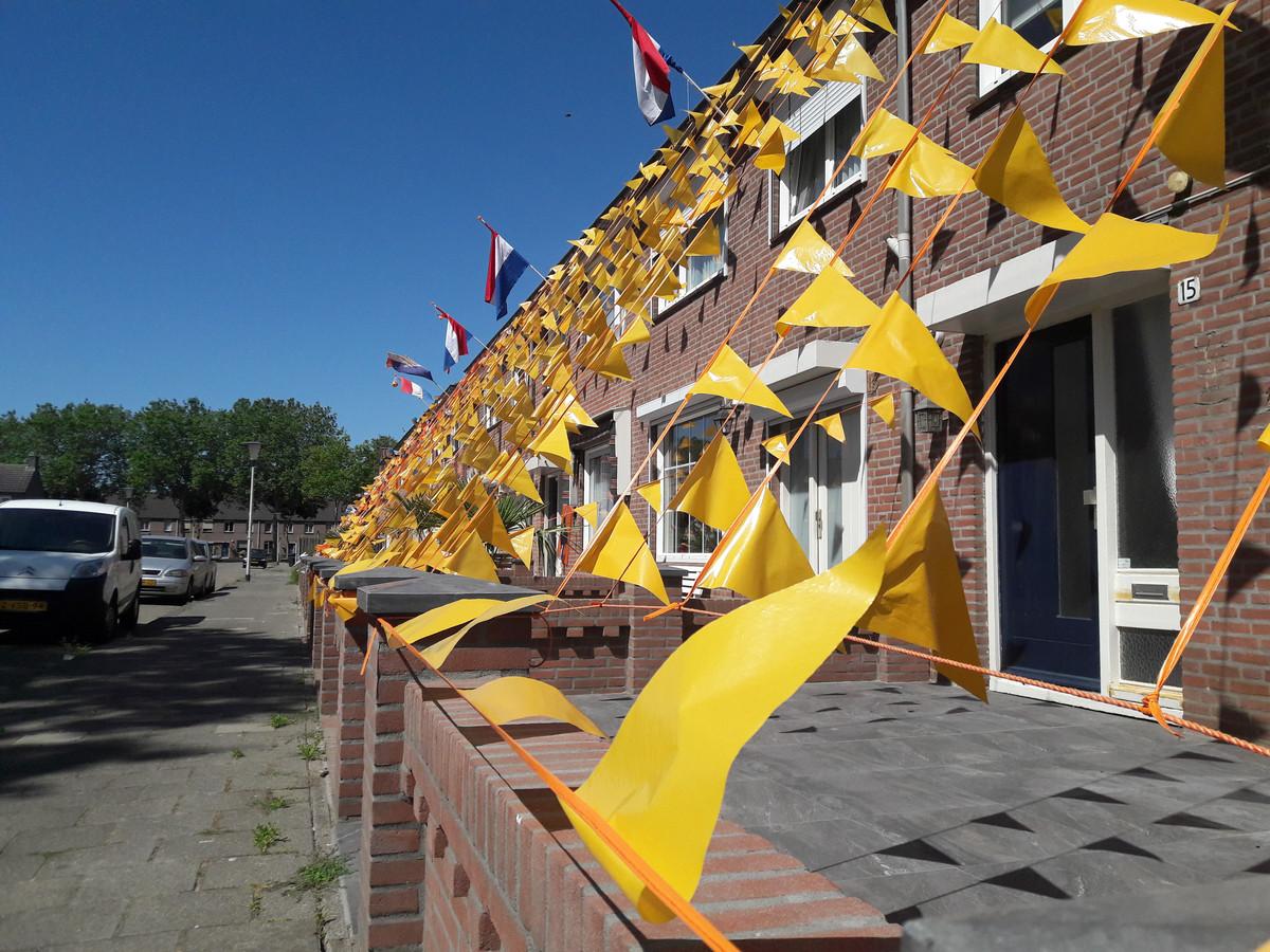 Aan de Jozef Israëlsstraat in Helmond-Noord heeft de Oranjekoorts alsnog toegeslagen. Zondag spelen de Nederlandse voetbalvrouwen de WK-finale tegen de VS.