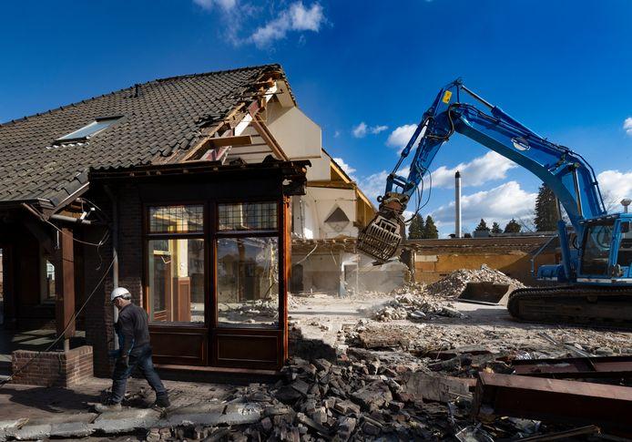 Café-zaal 't Aambeeld in Stiphout wordt gesloopt.