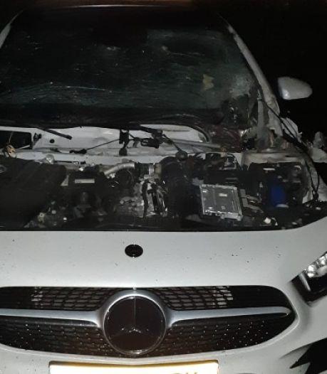 'Projectiel' blaast motorkap op in Lelystad: buurt schrikt wakker in holst van de nacht