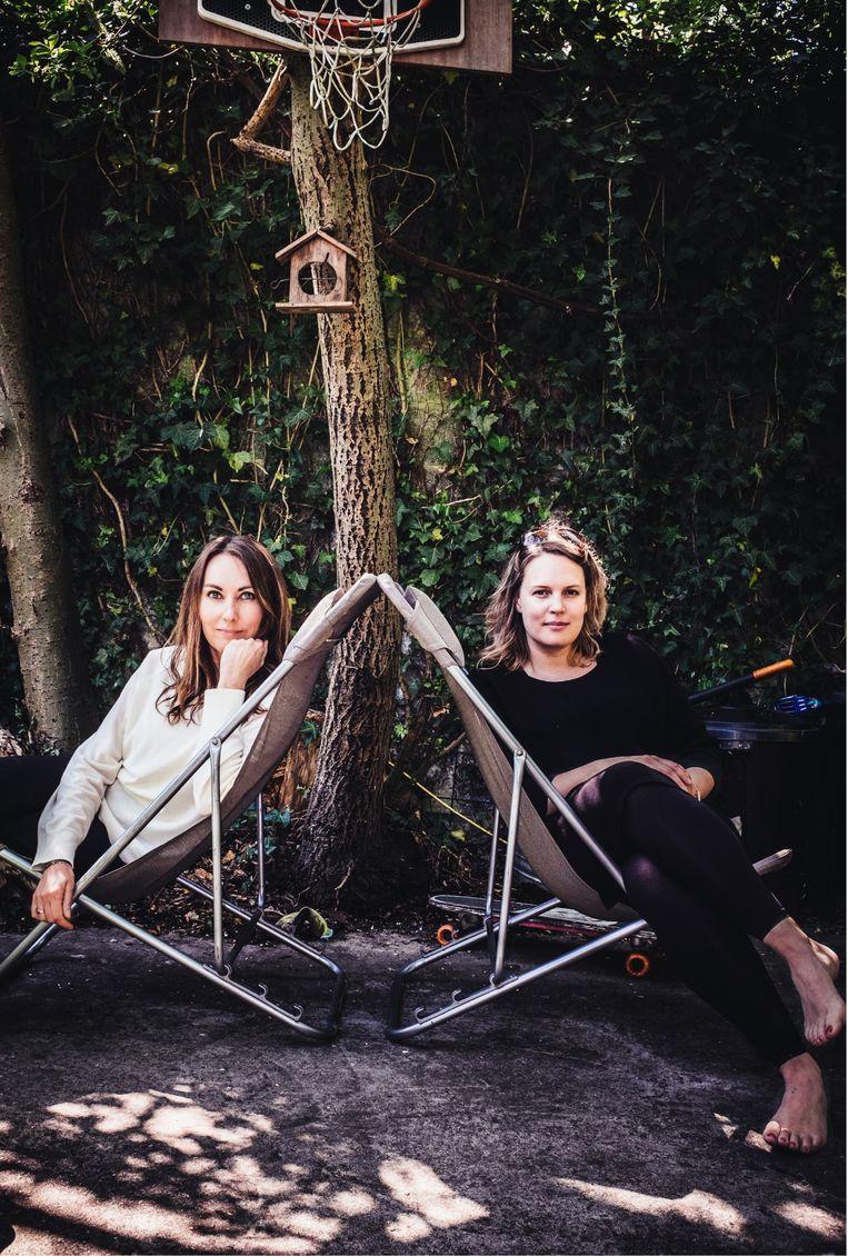 Hannelore Bedert (rechts): 'Stijn was heel betrokken bij mijn muziek: hij hoorde nieuwe nummers het eerst, maakte het artwork... Ik denk niet dat ik ooit nog op een podium zal staan.' Beeld Carmen De Vos