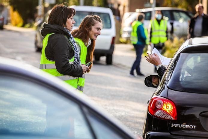de bewoners van de Engelendalelaan te Brugge voeren actie tegen de knip in de Sparrenstraat