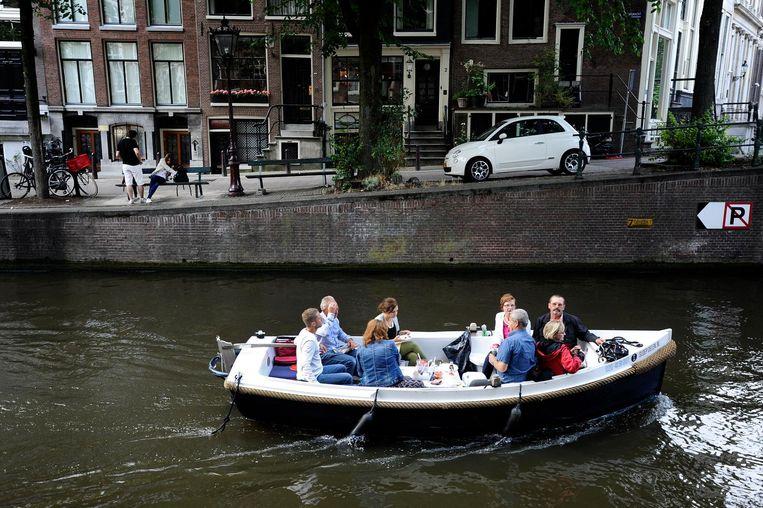 Het aantal personen dat op een plezierbootje mag varen wordt beperkt tot twaalf, exclusief schipper. Beeld anp