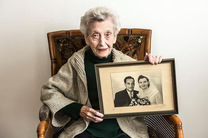 Het huwelijk van mevrouw Kroes-Van Bladel (90) met haar Surinaamse man baarde in naoorlogs Tilburg opzien.
