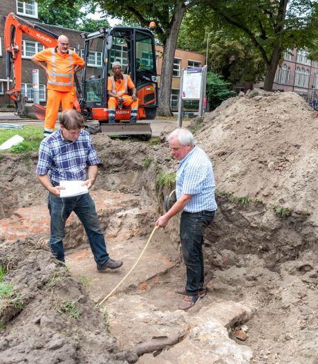 Onverwachte middeleeuwse vondst in Bergen op Zoom: 'Het is een deel van de Steenbergsepoort'