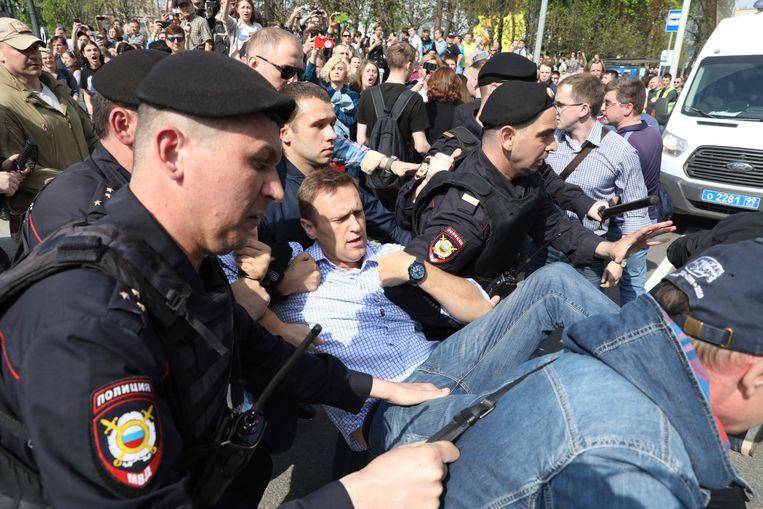 De Russische oppositieleider Aleksej Navalny werd aan het begin van een niet-toegelaten demonstratie in Moskou opgepakt.