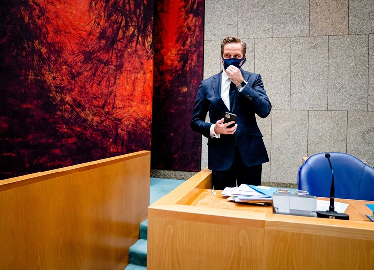 Demissionair minister De Jonge van Volksgezondheid donderdag in de Tweede Kamer tijdens het debat over coronabeleid. Beeld ANP