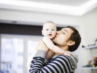 Zweden zet kersverse vaders verplicht drie maanden thuis